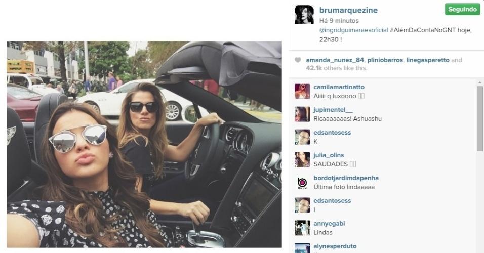 21.jan.2015 - Usando o óculos da moda, Bruna Marquezine e Ingrid Guimarães apareceram juntas em um carro conversível fazendo pose de ricas, nesta quarta-feira. A imagem, publicada por Bruna no Instagram, foi tirada durante a gravação do programa