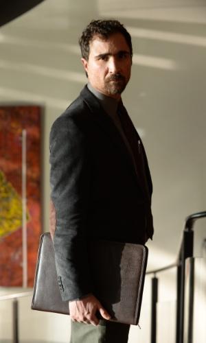 Hugo (João Miguel) vive uma situação delicada no casamento