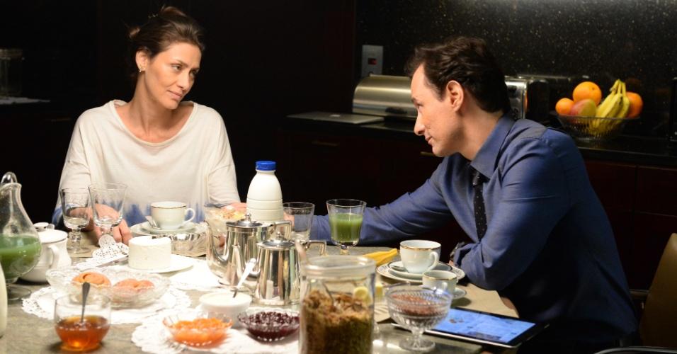 Inteligente e sofisticada, Marília se mostra insegura em relação ao marido