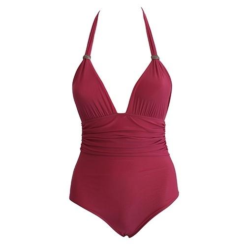feee2393a O maiô franzido é uma boa opção para mulheres que desejam esconder as  gordurinhas abdominais.