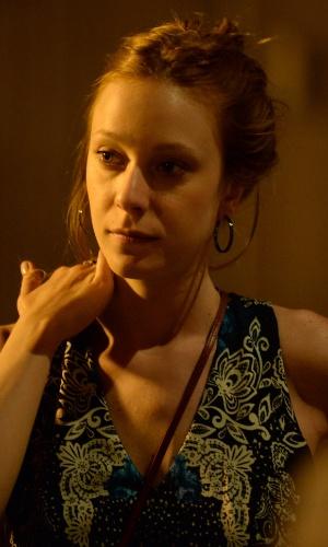 Susana (Carol Abras) parte para outra após terminar um relacionamento