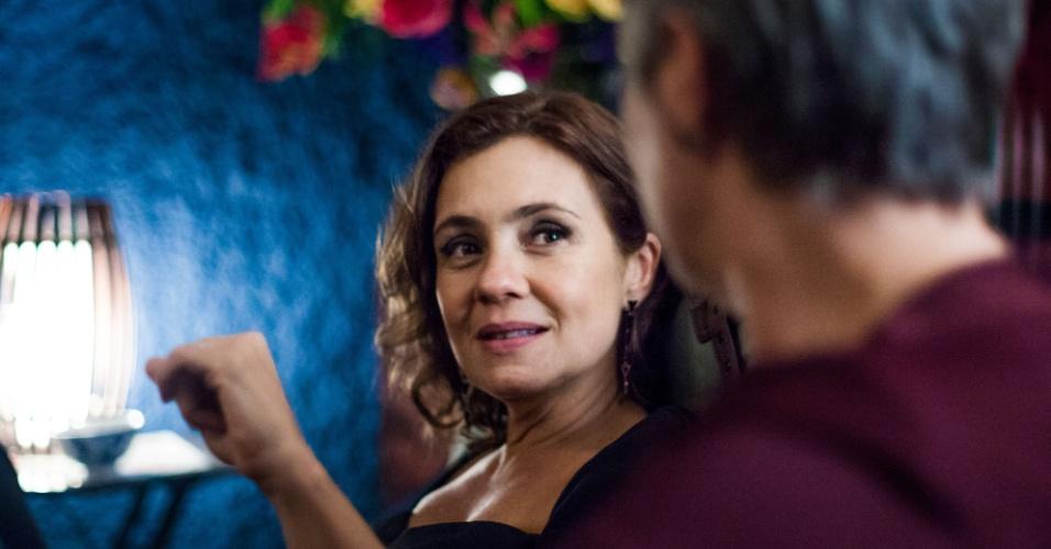 Tania é uma das convidadas das bodas de alabastro dos sogros