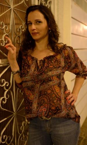 Telma (Mariana Loureiro) é a amante dispensada por Cláudio (Enrique Diaz). Ressentida, vai atrás do ex e não se importa em criar um barraco
