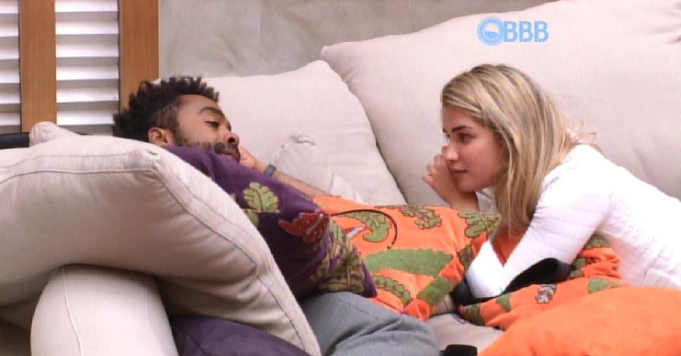 22.jan.2015 - Aline pediu segredo a Douglas após confessar interrese em Fernando