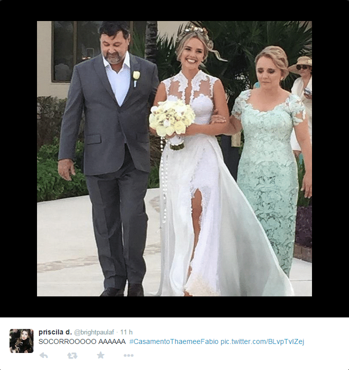 22.jan.2015 - Thaeme Mariôto, da dupla com Thiago, se casa com o empresário Fabio Elias, em uma cerimônia para amigos e familiares em Cancún, no México, nesta quinta-feira