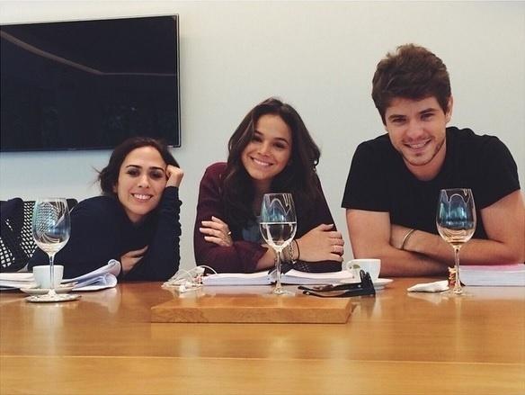 23.jan.2015 - Bruna Marquezine já está entrando no espírito de Marizete, protagonista da nova novela das sete,