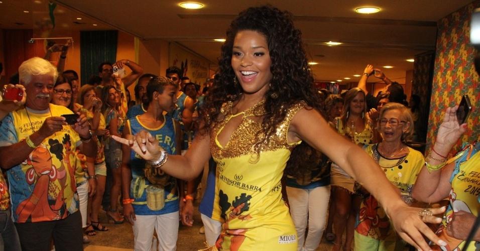 24,jan.2015 - Rainha de bateria da Unidos da Tijuca, atriz Juliana Alves vai a feijoada promovida pela escola na Barra da Tijuca
