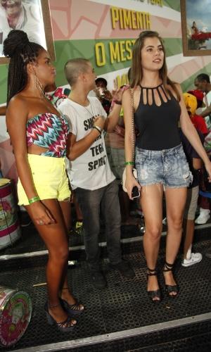 24.jan.2015 - Atrizes Jeniffer Nascimento e Bruna Hamú, da