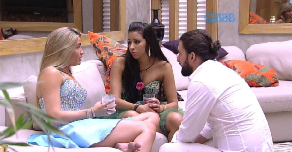 25.jan.2015 - Aline é consolada por Talita e Marco após a sister deixar a festa