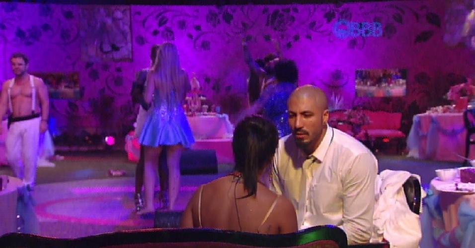 """25.jan.2015 - Após voltar para festa, Fernando dá um basta em Amanda: """"Eu vou ficar com Aline"""""""