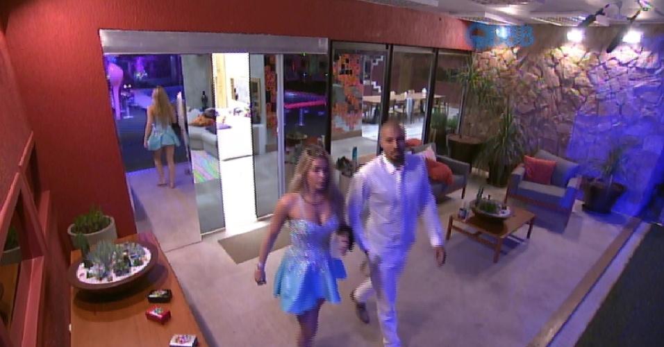 25.jan.2015 - Depois de conversar com Aline, Fernando convence a sister a voltar para a festa