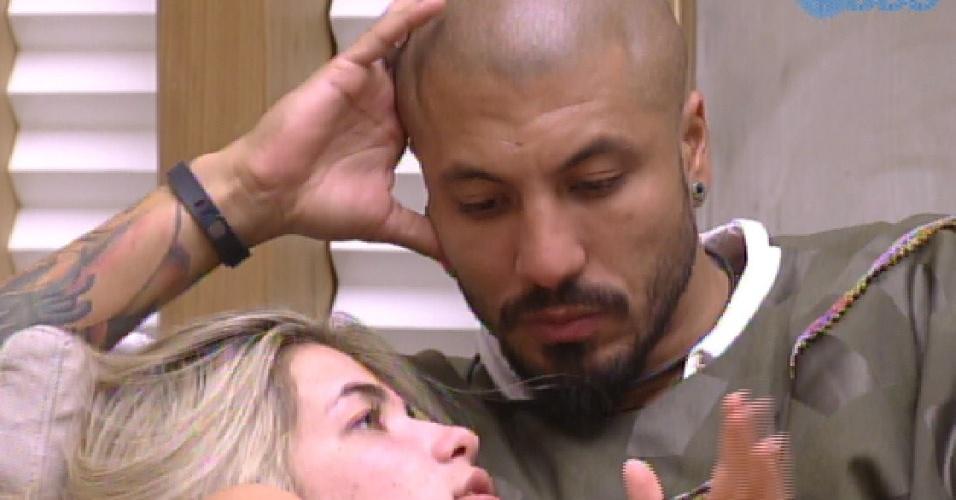 25.jan.2015 - Fernando e Aline combinatos votos para o próximo paredão