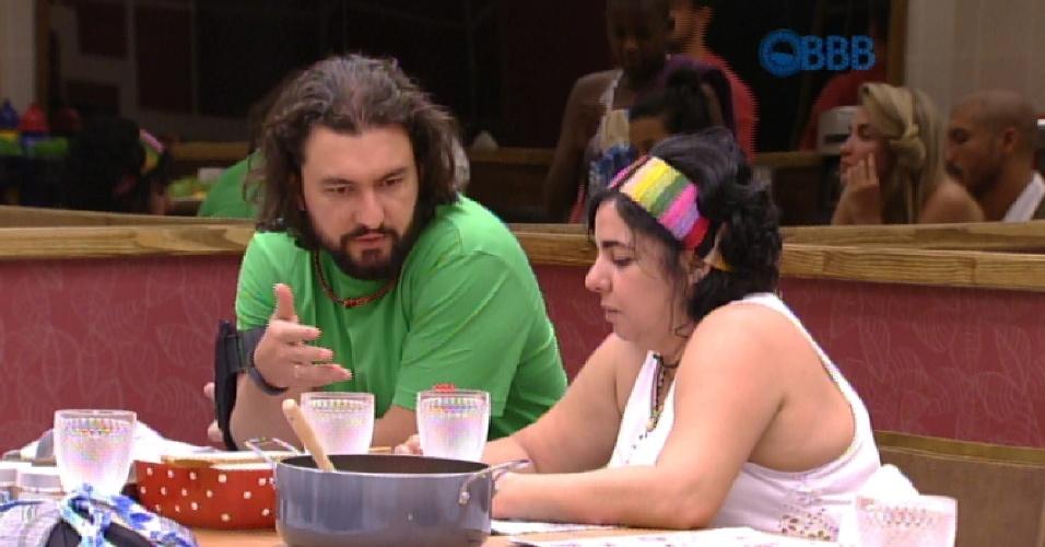 25.jan.2015 - Marco conta para Mariza que irá dar o colar do anjo para Adrilles