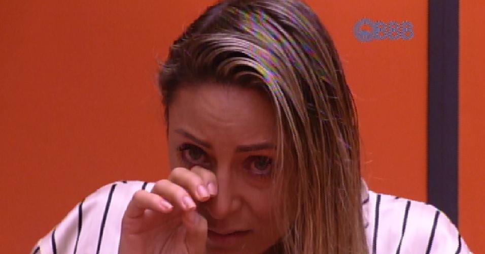 26.jan.2015 - Francieli chora em conversa com Amanda