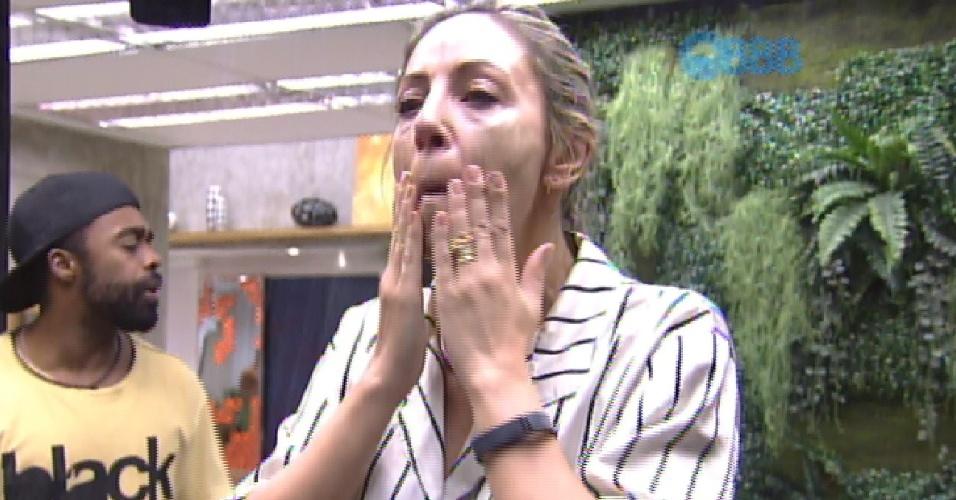 26.jan.2015 - Francieli reclama de mudança de comportamento de Adrilles