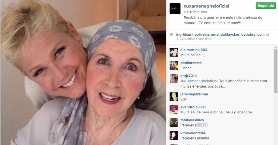 Xuxa posa ao lado da mãe e comemora seu aniversário
