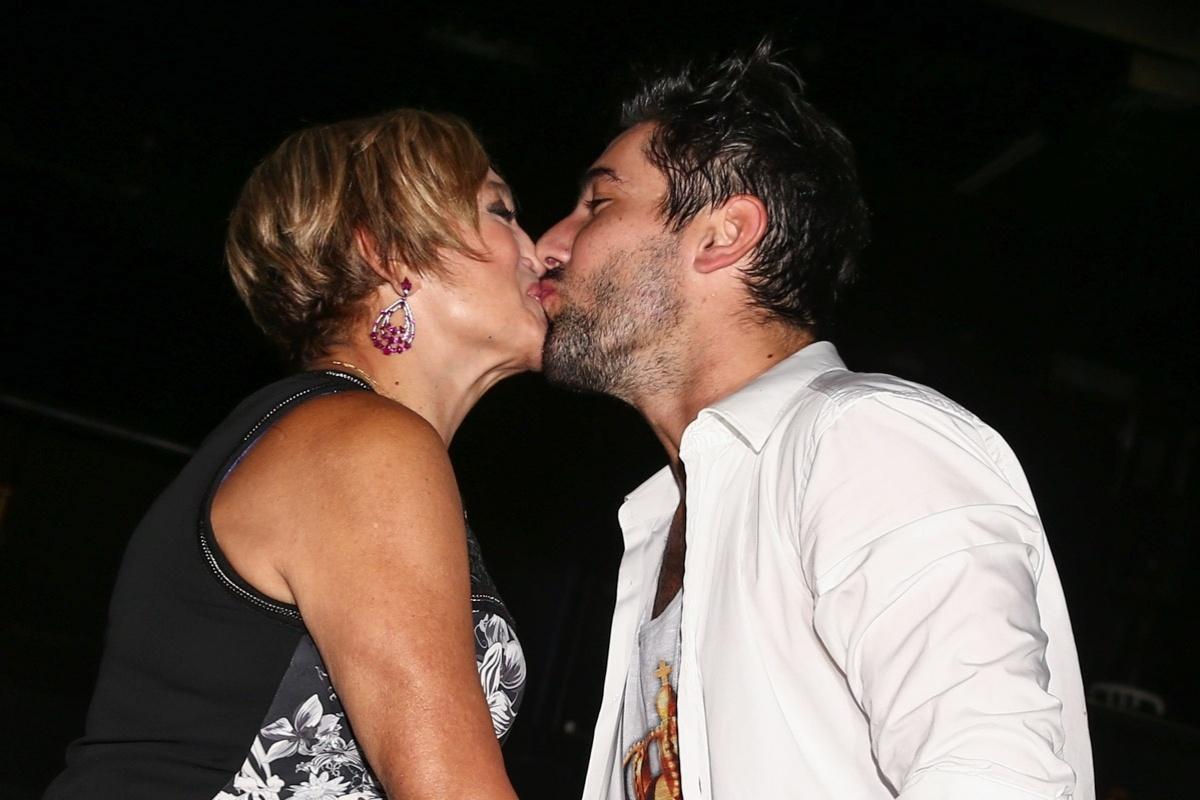 26.jan.2015 - Susana Vieira prestiga a estreia do namorado Sandro Pedroso no teatro na sessão de convidados do espetáculo