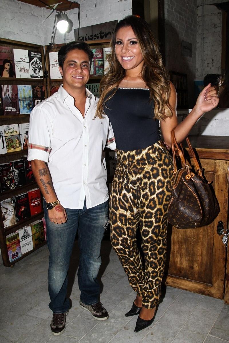 26.jan.2015 - Thammy Miranda e Andressa Ferreira assistiram a estreia do espetáculo