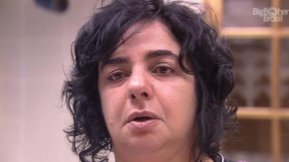 27.jan.2014 - Sozinha, Mariza diz que não confia mais em Adrilles