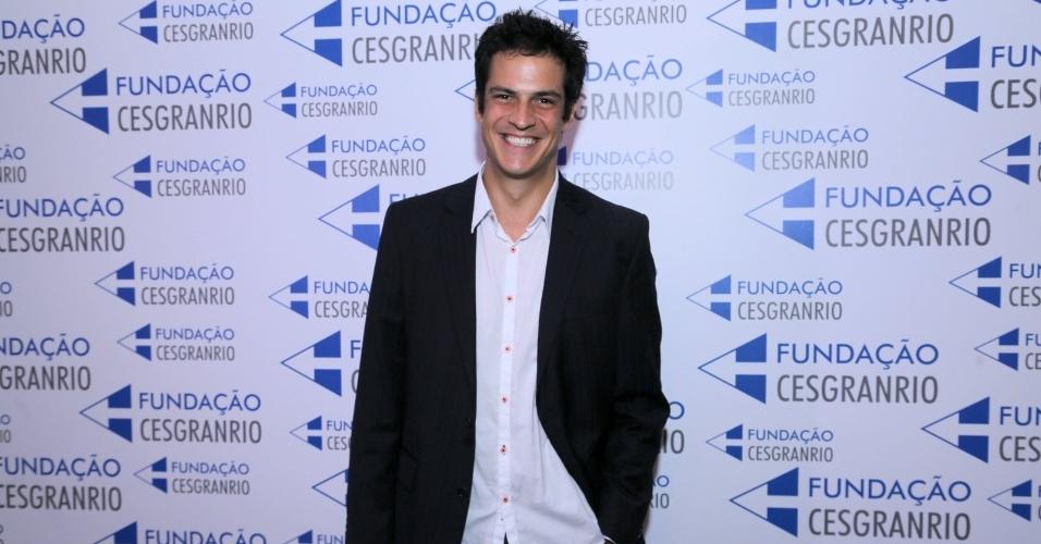 27.jan.2015 - Mateus Solano prestigia a premiação no Rio