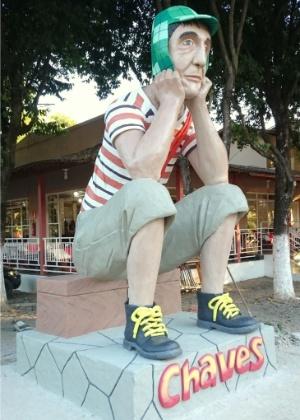 Estátua do personagem Chaves construída em churrascaria de Governador Valadares (MG) - Carlos Eduardo Cherem/UOL