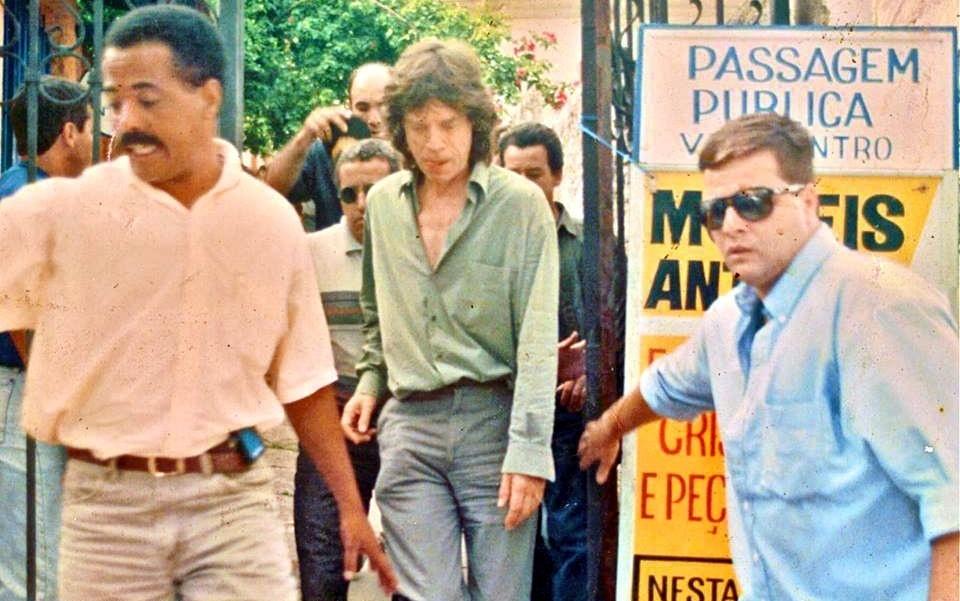 Mick Jagger, em visita a Embu das Artes, durante a primeira turnê dos Rolling Stones, em 29 de janeiro de 1995