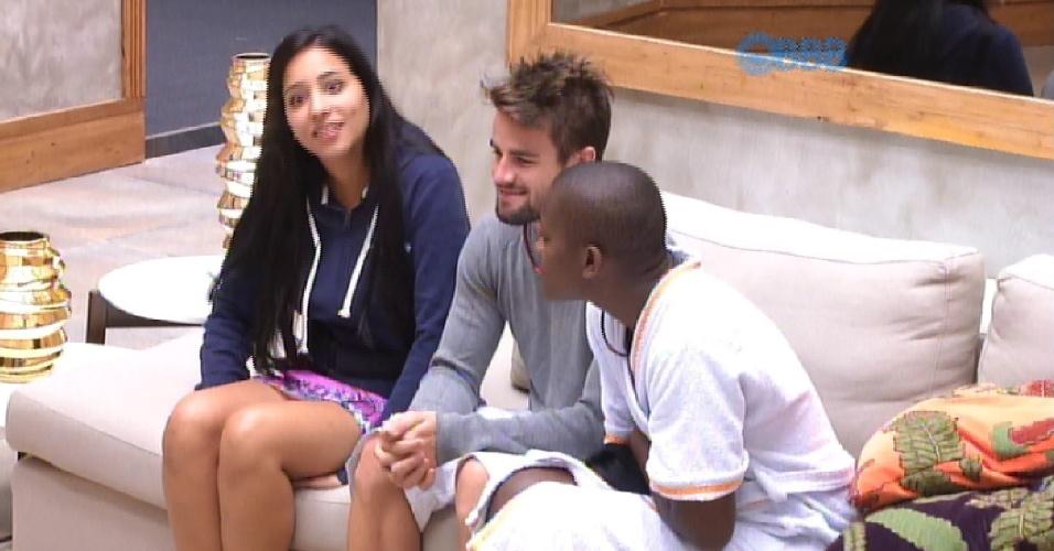 28.jan.2015 - Aguardando a vez de participar do Raio X, Talita comenta que Douglas e Luan estão com mania de acordar de madrugada e começar a conversar assuntos diversos