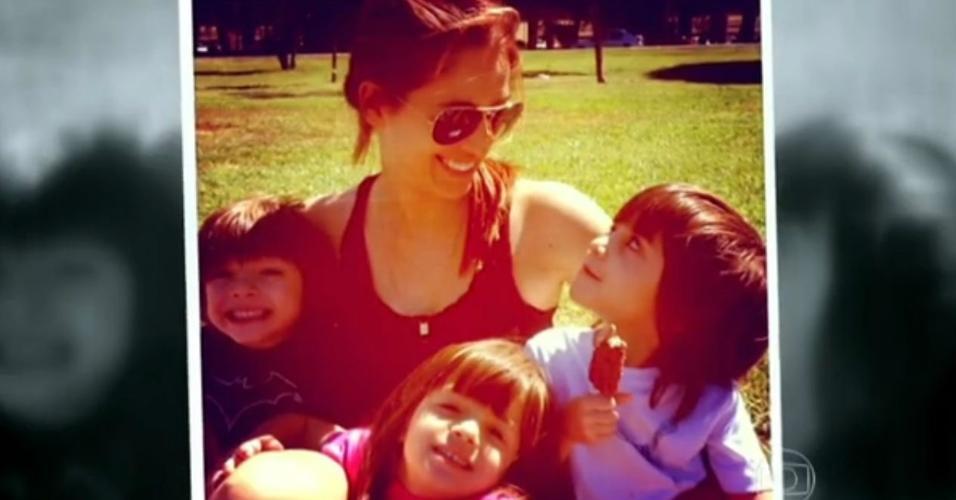 28.jan.2015 - Poliana Abritta e os três filhos
