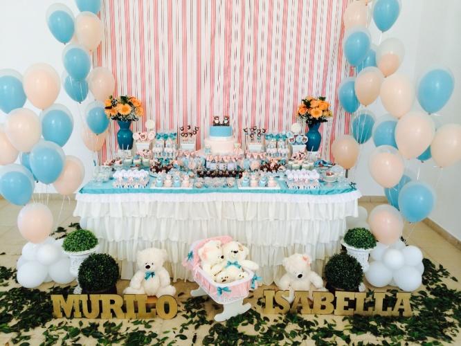 álbum com decorações de chá de bebê de gêmeos   Para o chá de bebê dos irmãos Murilo e Isabella, a empresa Domina Decor (www.dominadecor.com.br) criou uma decoração com ursos e as cores rosa e azul