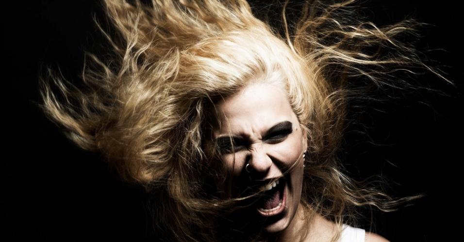 """Alice Caymmi cresceu com o segundo disco, """"Rainha dos Raios"""", lançado em setembro de 2014. Mais confiante, ela desenvolve, em parceria com o estilista Paulo Borges, uma nova imagem para si"""