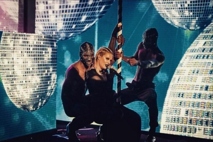 """Alice Caymmi, durante a gravação do clipe de """"Homem"""", versão eletrônica da música de Caetano Veloso"""