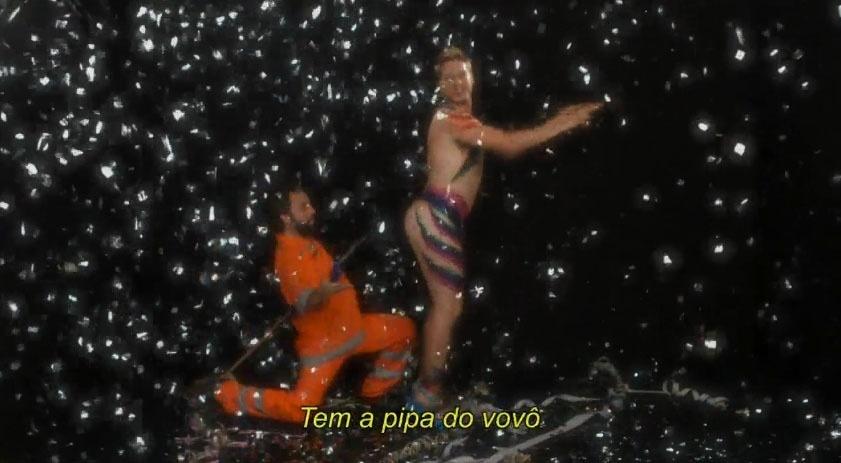Gregório Duvivier e Fábio Porchat se divertem em vídeo de Carnaval para divulgar o