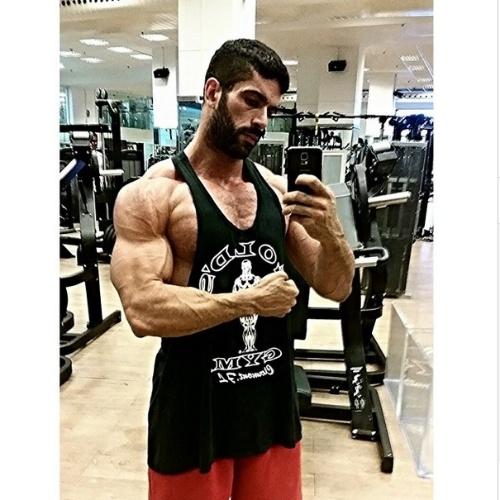 Ex-BBB Kadu Parga posta foto em dia de treino na academia