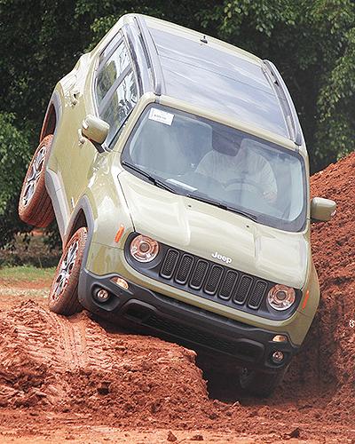 Habilidade off-road será um dos diferenciais de venda do Jeep Renegade, que chega em março