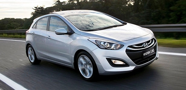 Hyundai i30 1.8 GLS de entrada, com teto solar panorâmico, custa R$ 84 mil - Divulgação