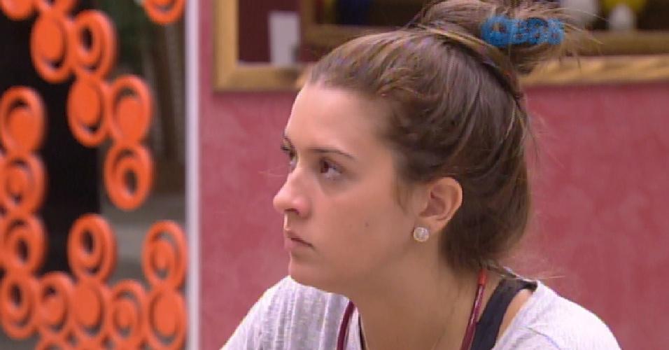 30.jan.2015 - Em conversa com Adrilles, Tamires critica Mariza