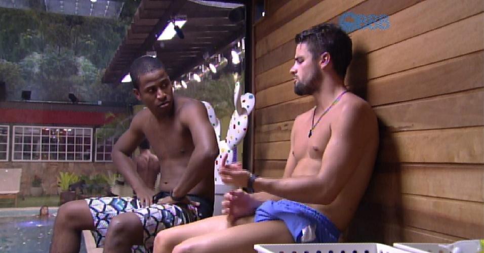 30.jan.2015 - Em conversa com Rafael, Luan critica Mariza