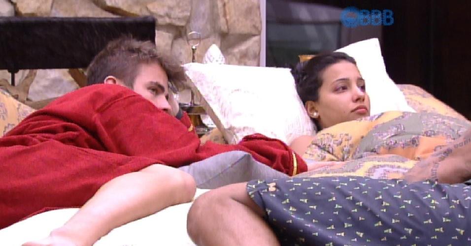30.jan.2015 - Em conversa no quarto do líder, Talita diz que não confia em Marco