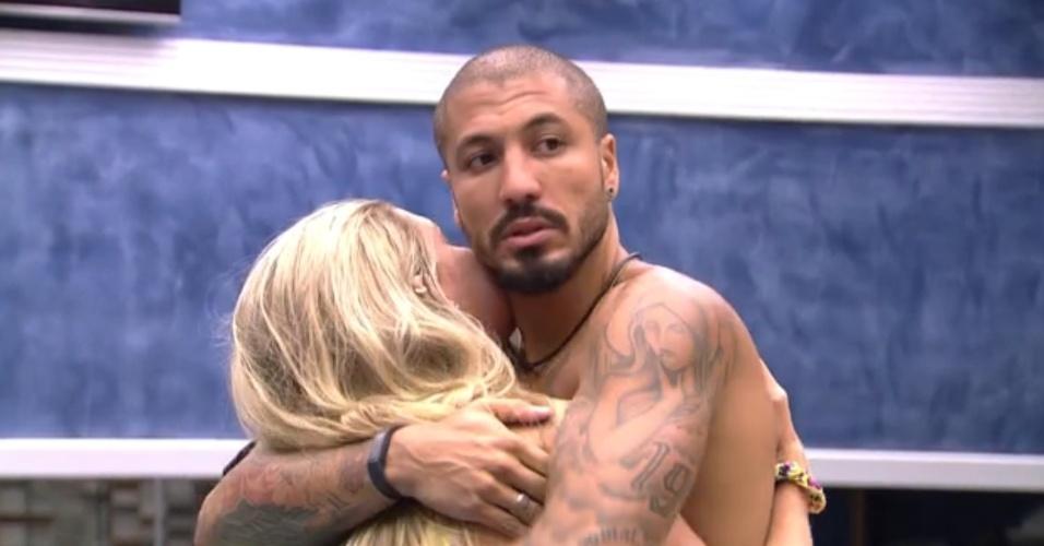 """30.jan.2015 - Fernando diz para Aline que presença de Amanda é bom para eles no """"BBB15"""""""