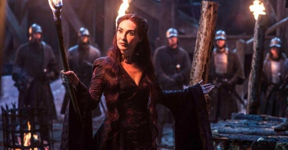 """A feiticeira Melisandre (Carice van Houten) em cena da 5ª de """"Game of Thrones"""", que estreia dia 12 de abril"""