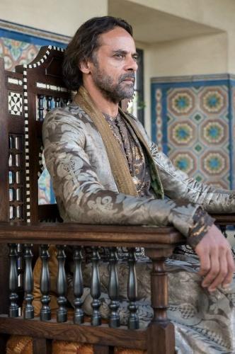 """Alexander Siddig como Doran Martell em cena da 5ª de """"Game of Thrones"""", que estreia dia 12 de abril"""