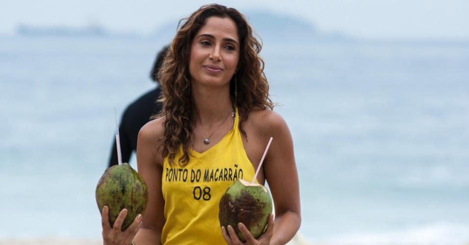 """Em """"Babilônia"""", Camila Pitanga viverá Regina, uma mulher de temperamento forte que vive na favela Babilônia e tem uma barraca em uma praia no Rio"""