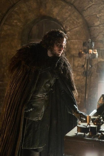 "Kit Harington como Jon Snow em cena da 5ª de ""Game of Thrones"", que estreia dia 12 de abril"
