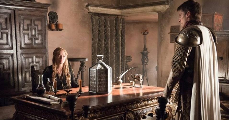 """Lena Headey como Cersei Lannister e Nikolaj Coster-Waldau como Jaime Lannister  em cena da 5ª de """"Game of Thrones"""", que estreia dia 12 de abril"""