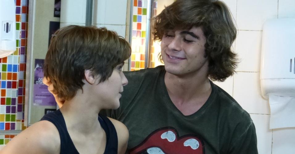 """Rafael Vitti é Pedro e Isabella Santoni é Karina em """"Malhação Sonhos"""": o casal é queridinho pelos jovens e faz sucesso na internet"""