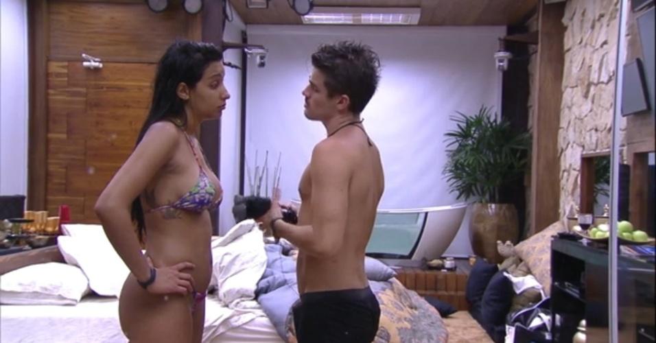 31.jan.2015 - Em conversa com Talita, o líder Rafael diz que pretende indicar o poeta Adrilles ao paredão