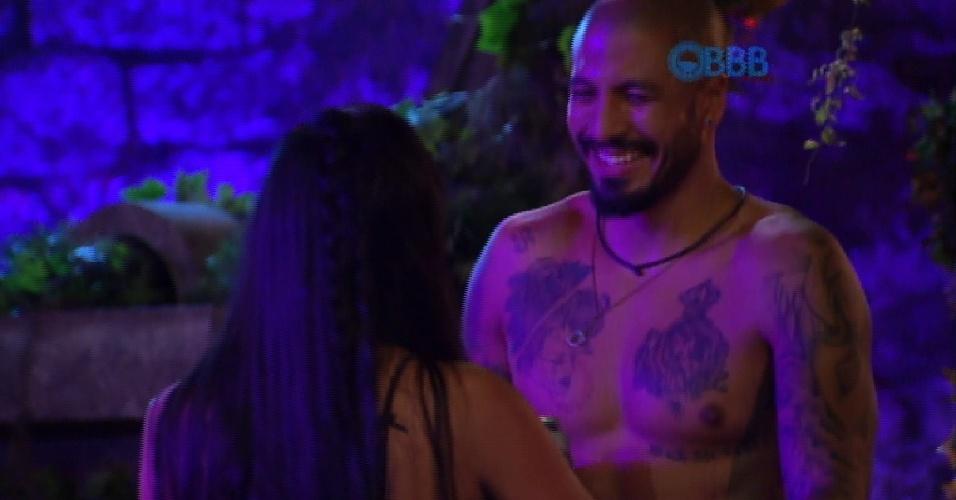 "31.jan.2015 - ""Eu dou uma cotovelada na cara dela, mesmo se for expulso?, brinca Fernando ao falar de Amanda"