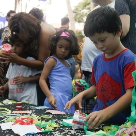 Bloquinho reúne crianças e pais na Praça Horácio Sabino, em São Paulo. - Vanessa Carvalho / Brazil Photo Press