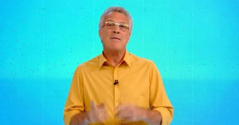 """1.fev.2015 - O apresentador Pedro Bial anuncia início de programa com formação do segundo paredão do """"BBB15"""""""