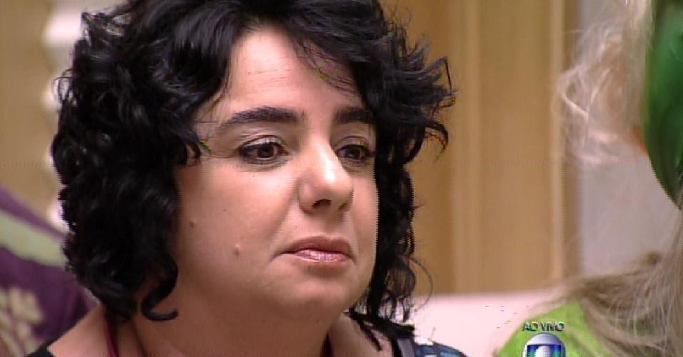 """1.fev.2015 - Pensativa, Mariza agradece imunidade dada pelo grupo no segundo paredão do """"BBB15"""""""